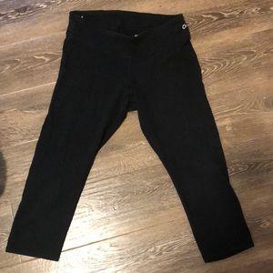 Black, cropped leggings
